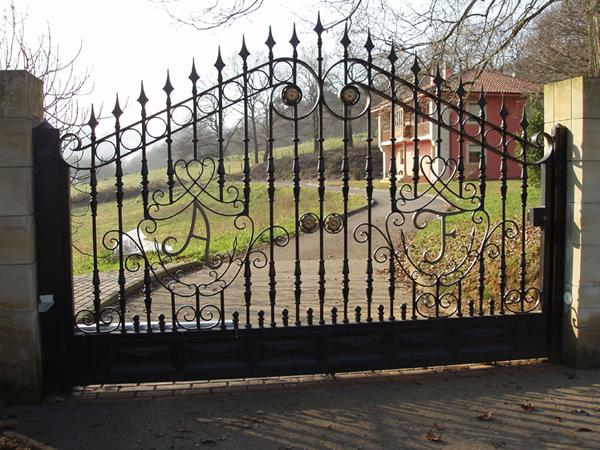 Puerta de forja puerta de forja artesanal with puerta de for Puertas para fincas
