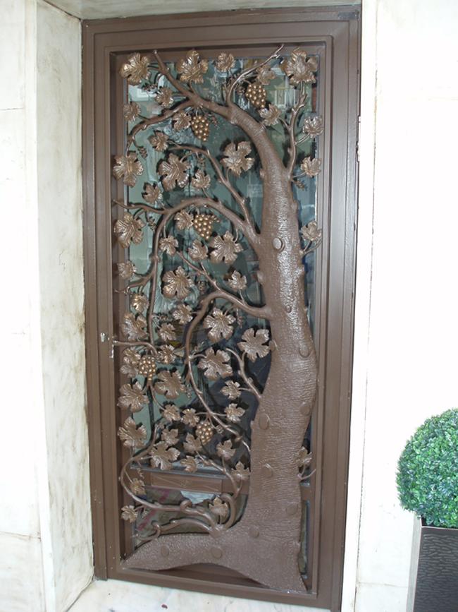 casa de este alojamiento instalacion de puertas forja vidrio
